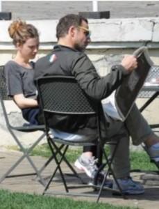 Alessandro Preziosi e la fidanzata Greta si godono la primavera a Villa Borghese